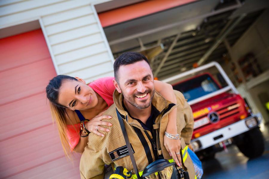 Preboda en parque de bomberos. Fotógrafos de boda Granada